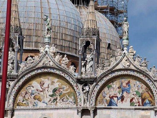 Pyhän Markuksen tuomiokirkko on Venetsian tunnetuin monumentti.