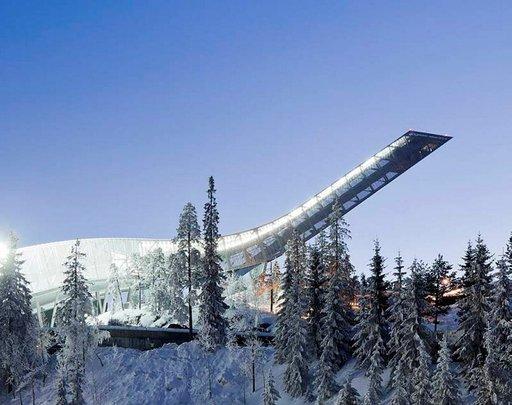 Holmenkollenin hyppyrimäki on kuin moderni veistos.