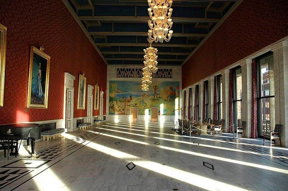 Oslon palikkamaisen kaupungintalon sisätilat ovat koristeelliset.
