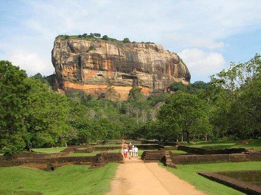 Sigiriyan ainutlaatuinen temppeli sijaitsee kivipaasin päällä.