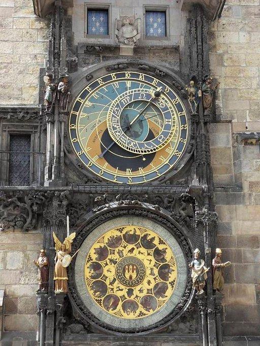 Vanhankaupungin raatihuoneen astronominen kello on vuodelta 1410.