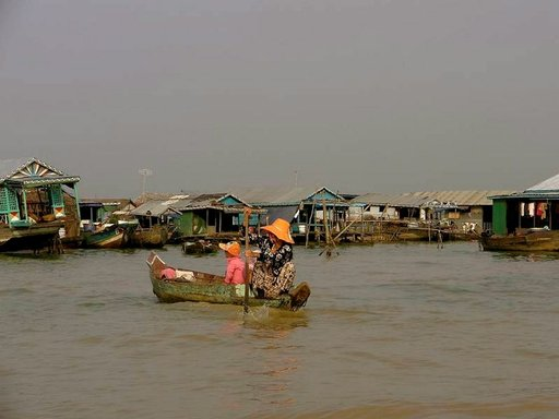 Elämää Tonle Sapin järvellä sijaitsevissa Kelluvissa kylissä.
