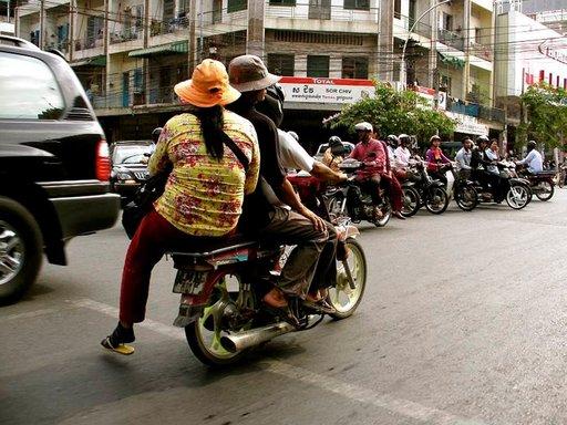 Skootterikyyti on Kambodžan ylivoimaisesti suosituin liikkumismuoto.