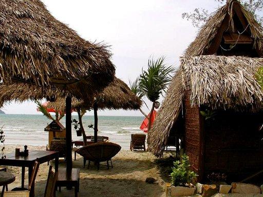 Sihanoukvillen liepeiltä löytyy hiljaisia bungaloweja ja kilometritolkulla hiekkarantaa.