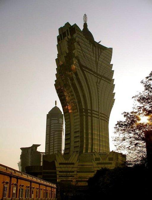 58-kerroksinen kasinohotelli, Grand Lisboa, on yksi Macaon maamerkeistä.
