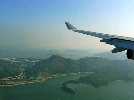 Hongkongin yllättävä vehreys tervehtii matkailijaa jo lentokoneessa.