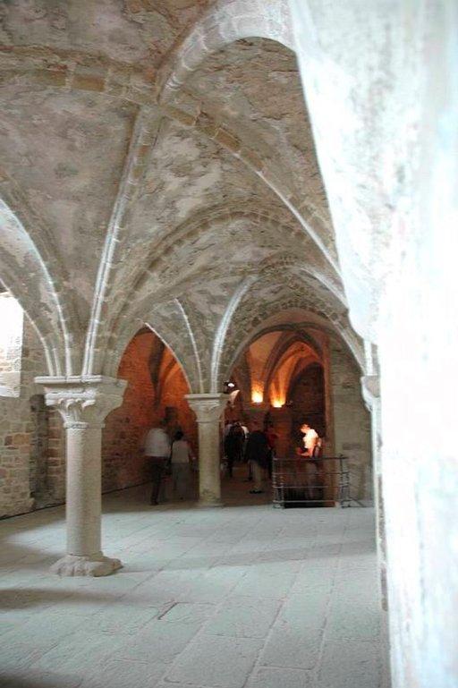 Luostarin vanhan ruokasalin kattorakennelma on komea.