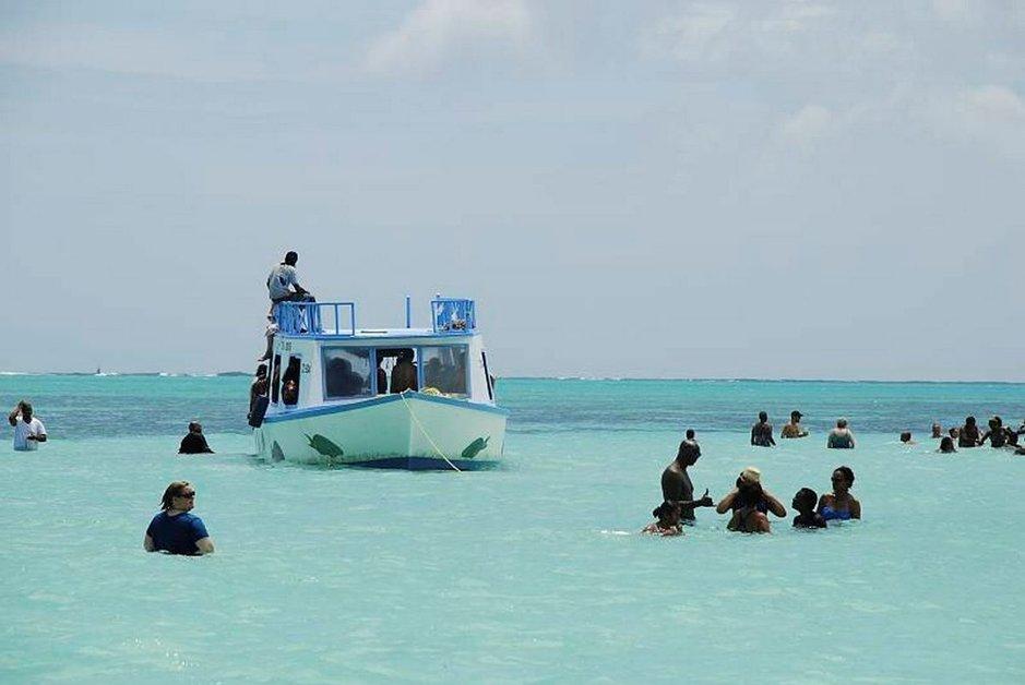 Uiminen keskellä merta on ainutlaatuinen kokemus.