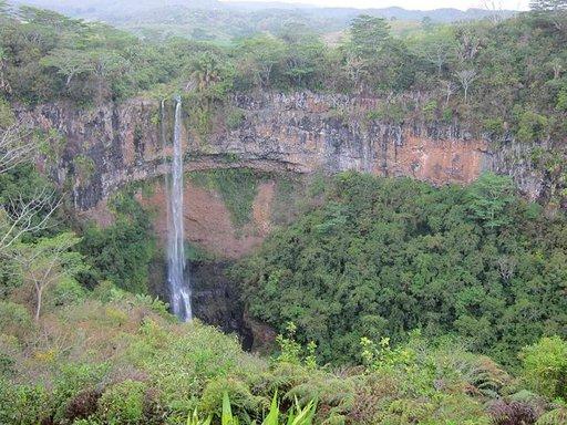 Chamarel Falls –putous Black River Gorges –kansallispuistossa on ehkä saaren kaunein.