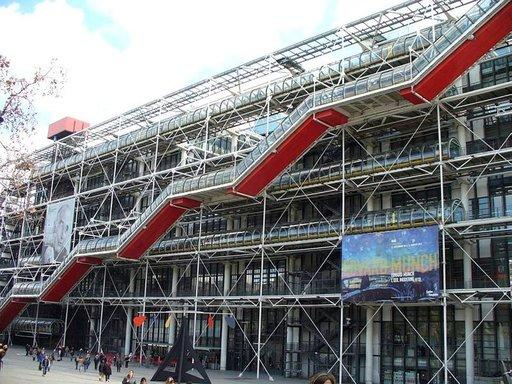Centre Pompidou eli Beaubourg on itsessään hätkähdyttävä nykykulttuurin ilmestys.