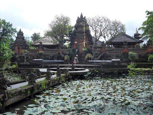 Pura Taman Saraswati on Ubudin kaunein temppeli.
