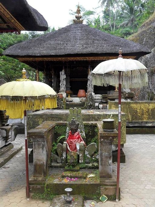 Balilaistemppelin alttari.