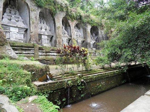 Gunung Kawin kivipatsaiden uskotaan olleen 1000-luvun kuninkaallisten muistomerkkejä.