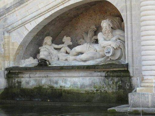 Chantillyn mielikuvituksellisia patsaita kannattaa pysähtyä katsomaan tarkemmin. Aikaansa voi viettää linnaa ympäröivässä 115 hehtaarin puistossa.