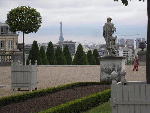 Saint-Cloudin näköalapaikalta saa ihailla näkymiä kohden Pariisin ydinkeskustaa.