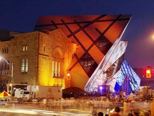 Royal Ontario -museon uusi sisäänkäynti, Chrystal, on nuorennusleikkaus edvardinaikaiseen rakennukseen.