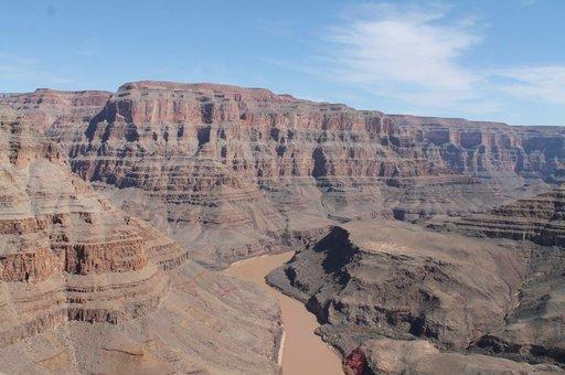Kanjonin pääsee tutustumaan veneellä, hevosella tai helikopterilla. Myös vaelluskierrokset laaksossa ovat mahdollisia.