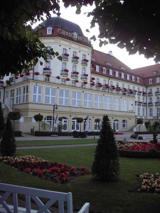 Grand Hotelin yhteydessä on kaunis puutarha.