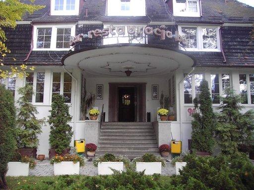 Saksan keisarin kesäasunto vuodelta 1914. Rakennus toimii nykyään hotellina.