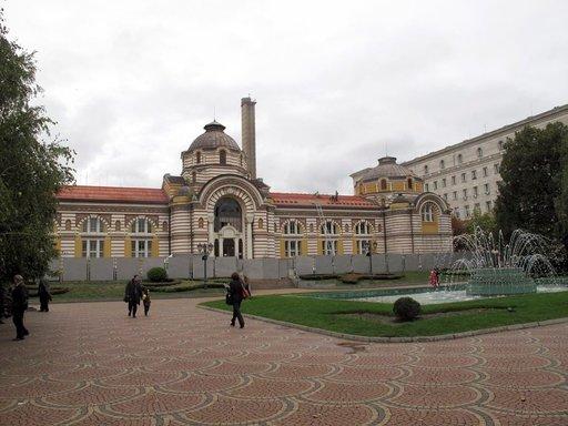Sofian vanhaa ja rapistunutta julkista kylpylärakennusta on restauroitu jo vuosia ja työt alkavat olla loppusuoralla. Siitä on tulossa kulttuurikeskus.