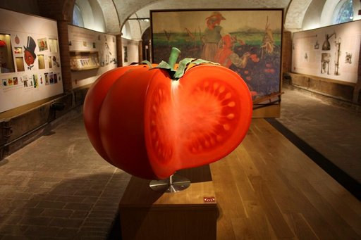 Parman liepeillä, hiukan maaseudun puolella on uusi museo, tomaattimuseo, Museo del Pomodoro. Tomaatintuottajat ovat yksi Parman seudun ruokavalttikorteista, ja varsinkin yksi suurimmista, Mutti. Sen nimeen vannovat kaikki pastakastikkeen keittäjät niin Italiassa kuin täällä koto-Suomessakin.