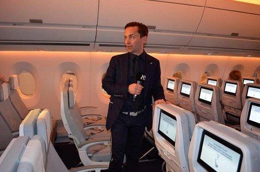 Vertti Kivi vastaa matkustamon sisustuksen suunnittelusta.