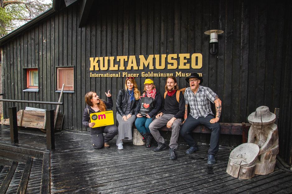 Heikki Sulander, Anne Sulander, Kaija Ryytty ja Ulla Viskari-Perttu lähtivät Lapin museoseikkailulle, jossa tutustuttiin kuuteen Museokortti-kohteeseen sekä luontokohteisiin matkan varrella. Kuva: Heikki Sulander