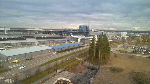 Finnairin matkustajamäärä ennätyksellinen – öljy,<br /> taifuunit, hellekesä ja perumiset synkistivät tulosta