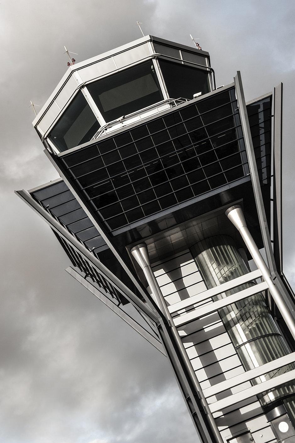 Oulun lennonjohtotorni. Kuva: CarolynRusso