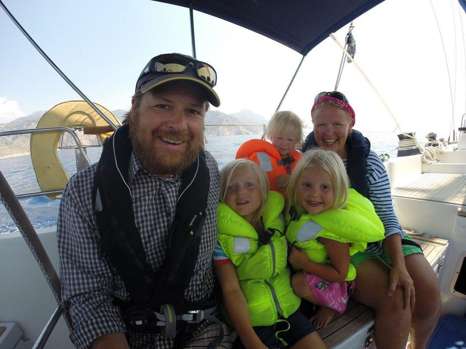 Sail for Good -löytöretki on Kirkkonummelaisen perheen unelma. Miehistönä kesäkuussa 2016 alkavalla purjehduksella on Meretniemen kolmelapsinen perhe. Lapset ovat matkan aikana 3-14-vuotiaita. 17,5 metriä pitkä Swan 57 -tyyppinen vene s/y Panacea toimii perheen kotina, kulkuvälineenä ja kouluna kuuden vuoden ajan 2016-2022. Purjehduksen ympärille on rakennettu Sail For Good Education -projekti, joka on osa suomalaista koulutusvientihanketta. Hankkeen vetäjänä ja veneen kipparina toimii Tuomo Meretniemi.
