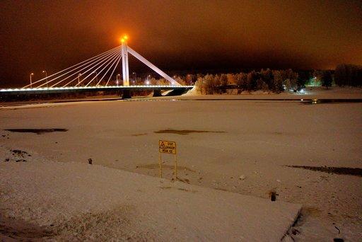 Laiturin edustalla olevalla jäällä on nähty kävelijöitä lähes päivittäin.