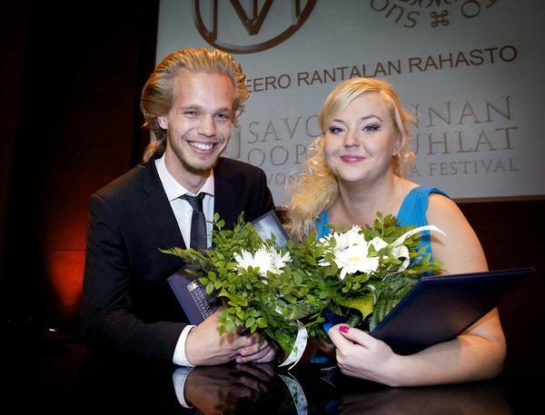 Kilpailun voittajat Markus Suihkonen ja Sanna Matinniemi