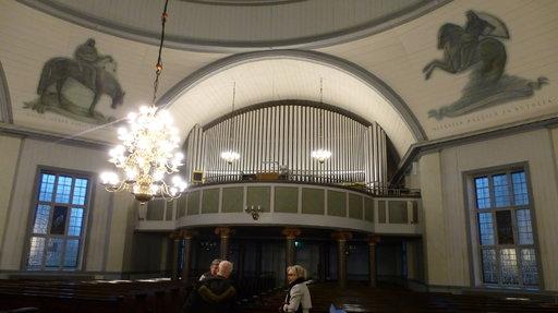 Suomen suurimmat urut soivat Lapuan tuomiokirkossa. Koko Pohjoismaista vain Göteborgissa on vielä suuremmat.