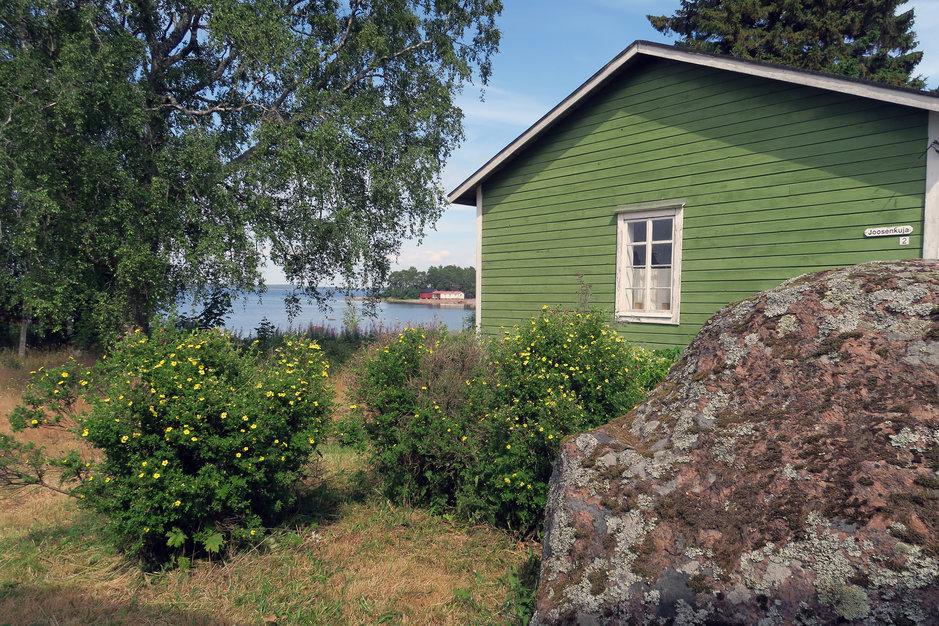 Tammion talot ovat värikkäitä ja hyvin hoidettuja.