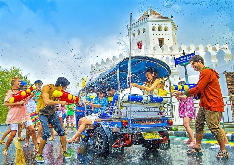 Thaimaalaista uutta vuotta,<br /> songkrania vietetään huhtikuussa