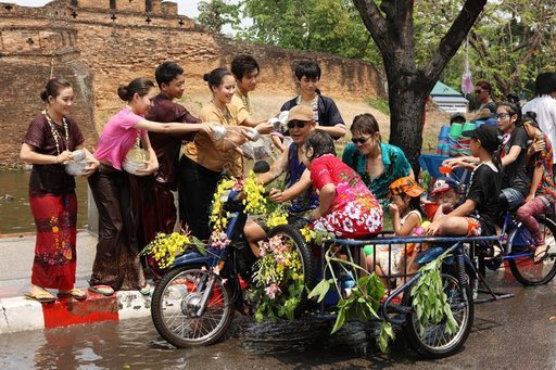 Thaimaalaista uutta vuotta,<br /> songkrania vietet&auml;&auml;n huhtikuussa