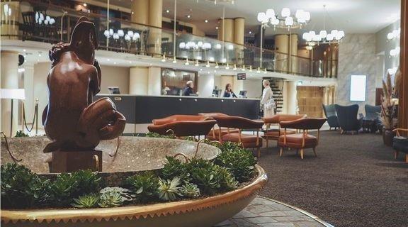 Vuonna 2019 uusittu Vaakunan hotelliaula. Nyt tulee lisää kokonainen uusi hotellikerros.