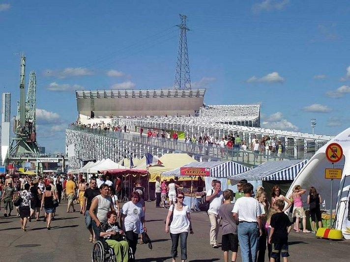 Merikeskus Vellamo ja jäänmurtaja<br /> Tarmo lisäävät aukioloaikoja Helsinki
