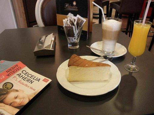 Konditorioissa maistuu juustokakku ja latte