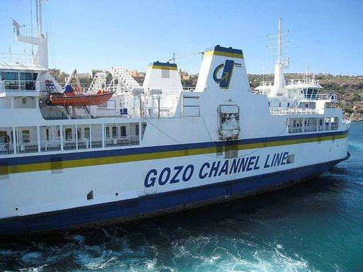 Lautta Maltalta vie Gozolle 30 minuutissa.