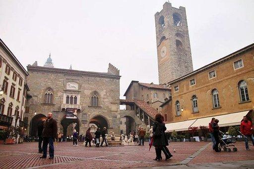 Bergamon Vanhakaupunki on rakennettu vuoren rinteelle.