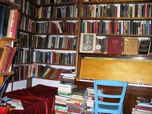 Shakespeare and Company -kirjakaupan perustajan Sylvia Beachin ajatus oli tarjota kirjailijoille myös makuusija.