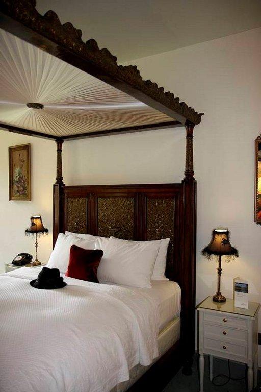 Linnan jokainen vierashuone on sisustettu persoonallisesti.
