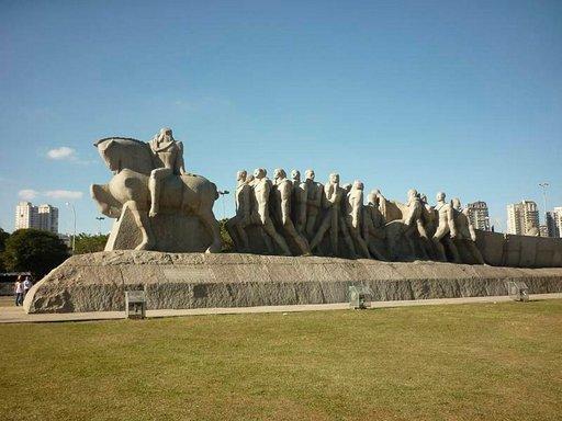 Bandeirantes monumentti Ibirapuerassa.