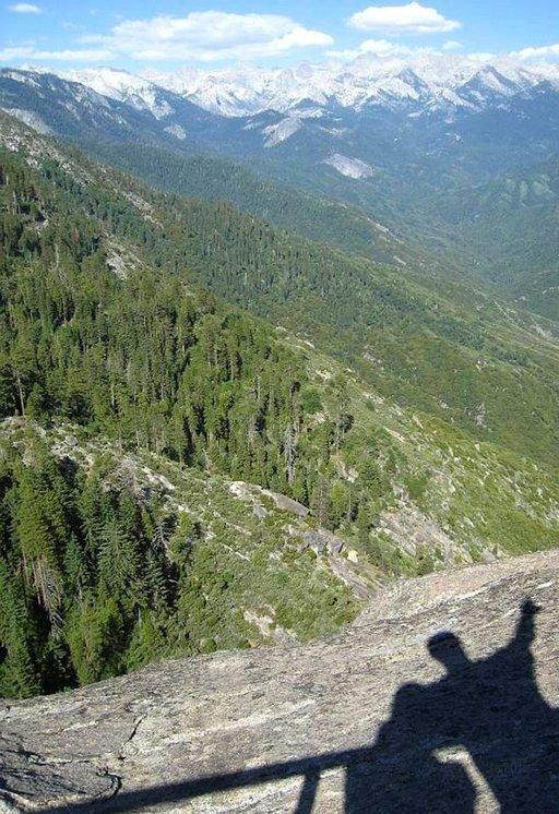 Sierra Nevadan vuoriston korkein huippu kohoaa yli 4000 metriin.