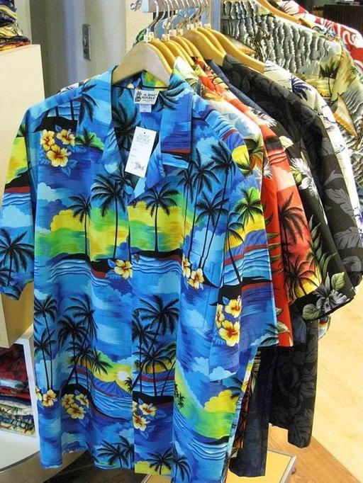 Värikkäät havaijipaidat kuuluvat katukuvaan kaikilla saarilla.
