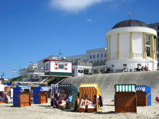 Keltainen paviljonki on koristanut rantapromenadia jo toistasataa vuotta.