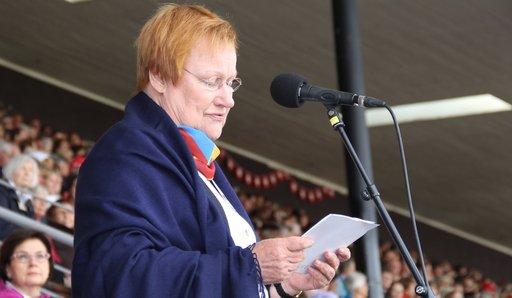 Presidentti Tarja Halonen avaamassa Gymnaestrada-voimistelujuhlaa.