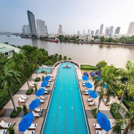 Joenvarsitunnelmaa uhkuva, legendaarisen Chao Phraya -joen varrella sijaitseva hotelli tarjoaa vertaansa vailla olevan ja aidosti henkeäsalpaavan näköalan kaupungin ylle hotellin joka kulmasta. Saat rentoutua sen tilavissa, nykyaikaisissa huoneissa, joissa kaikissa on yksityinen parveke joko joki- tai kaupunkinäköalalla. Jos tässä ei ole vielä luksusta tarpeeksi, on hotellilla myös ääretön uima-allas, kylpylä ja kuusi ylellistä ravintolaa, joista valita. Huoneiden hinta on alkaen 83 € per yö.