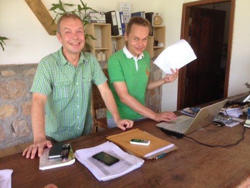Marco Simonen (vas.) ja Juha Kuustie ovat alansa ammattilaisia, ja niinpä he nostivat hylätyn Villa Kep Resortin uuteen kukoistukseen.